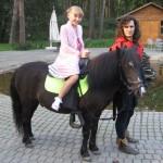 катание на пони верхом