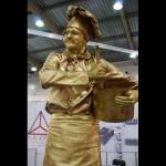 Живая статуя Повар золотой