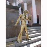 Живая статуя Певец