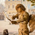 Живая статуя Амур